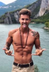 欧美帅气的11张纹身型男帅哥图片