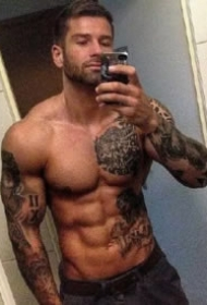 纹身肌肉型男,纹身做衣的9款肌肉帅哥图片