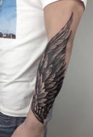 小臂翅膀纹身 小臂位置的9组黑灰翅膀纹身图片