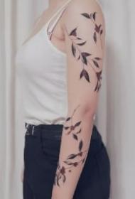 植物花臂 环绕整个手臂的植物线条创意纹身图片