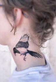 9个精彩的颈部纹身作品欣赏