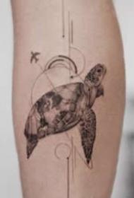 清新素雅的夏日圆针几何小图纹身作品