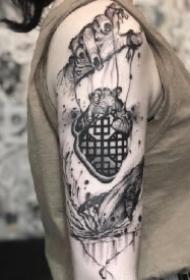 肌肤上的水墨黑灰中国风纹身图片
