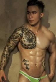一组越南肌肉型男的纹身帅哥图片