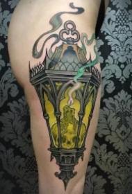 古灯纹身 照亮前行方向的欧美shcool灯纹身图案