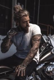 荷尔蒙爆棚的纹身型男帅哥套图图片