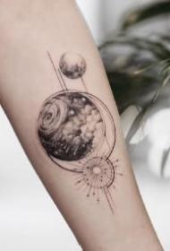 宇宙银河星云主题的9款纹身小黑图作品