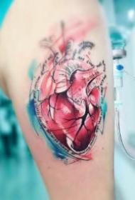好看的8款心脏纹身作品图片