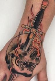 手背彩色school风格的一组纹身作品
