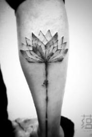 中国风水墨植物纹身作品图片