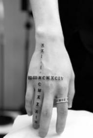 手背school的黑灰拼接纹身赏析