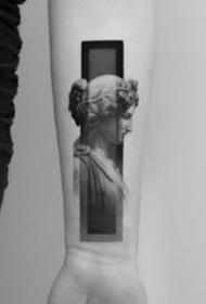 一组写实黑灰手臂纹身图案