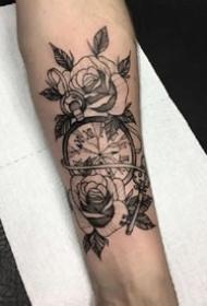 一组玫瑰与时间纹身图案欣赏