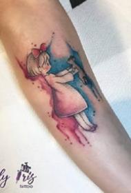 一组手臂水彩风纹身图案
