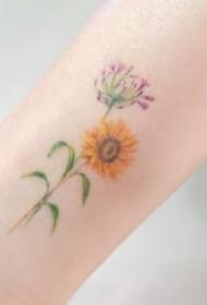 一组彩色小清新花朵纹身