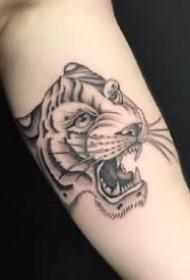 一组帅气的黑灰手臂纹身
