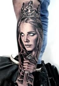 一组黑灰写实手臂纹身图案