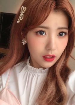 赖美云红发甜美自拍照图片