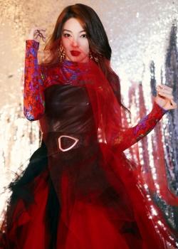 张雨绮如火红裙靓丽写真图片