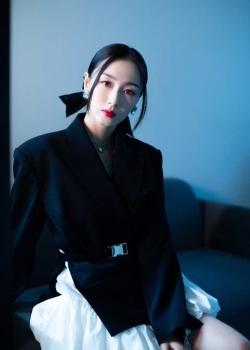 叶青黑色西装裙时尚写真图片