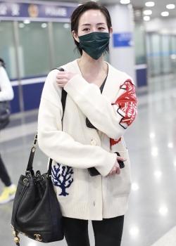 张钧甯短发造型帅气可爱机场照图片