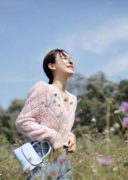 袁姗姗单薄针织衫清新甜美写真图片