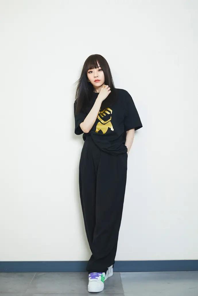女歌手张靓颖冷酷时尚霸气图片