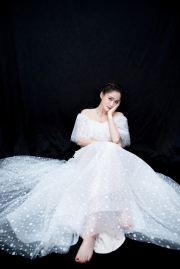 陈乔恩露肩婚纱仙气飘飘唯美图片