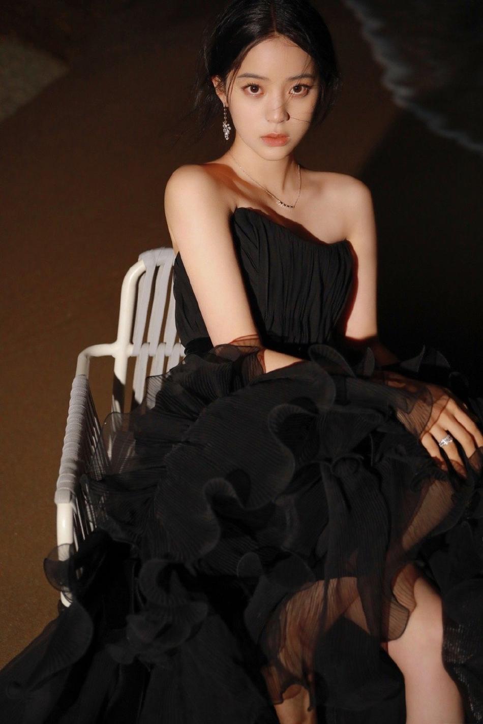 欧阳娜娜黑色礼服优雅动人写真