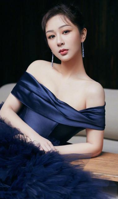 杨紫暗夜蓝长裙似典雅公