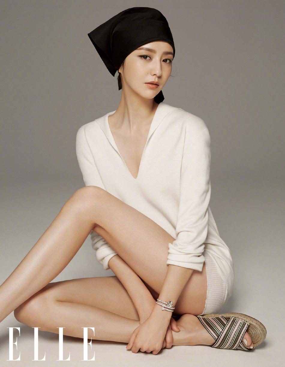 佟丽娅编发头巾造型优雅知性写真