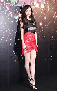 Angelababy杨颖背心搭皮短裙图片