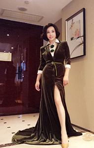 刘晓庆黑色礼服活动照图片