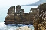 新西兰普纳凯基的千层石岩与喷水洞图片(8张)