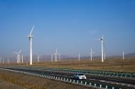 新疆达坂城风力发电机图片(7张)
