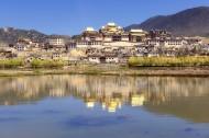 云南松赞林寺风景图片(8张)