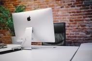 放着台式苹果电脑的办公室图片(12张)