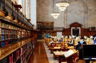 装修考究的图书馆图片(12张)