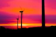 唯美黄昏里的风力发电机图片(12张)