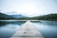 深入水中的孤单栈桥图片(17张)