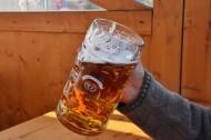 玻璃杯中的啤酒图片(13张)