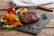 酥软滑嫩的牛排美食图片(15张)