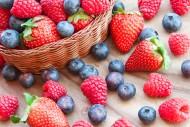 酸酸甜甜的草莓和蓝莓图片(15张)