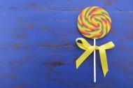 甜甜美味的彩虹棒棒糖图片(25张)