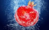落入水中瞬间的水果图片(13张)