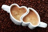 情侣咖啡杯与心形图案咖啡图片(15张)