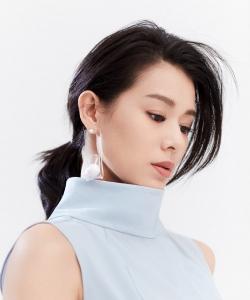 胡杏儿优雅知性时尚杂志封面大片