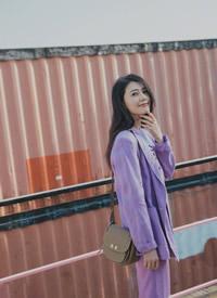 高圆圆穿紫色西服迷人大长腿性感图片