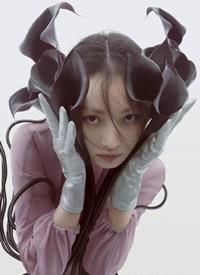 倪妮羽毛眼妆迷人写真图片欣赏
