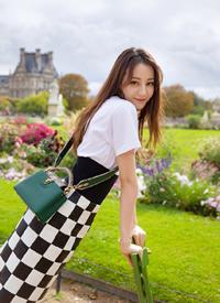 迪丽热巴阳光时尚街拍写真图片